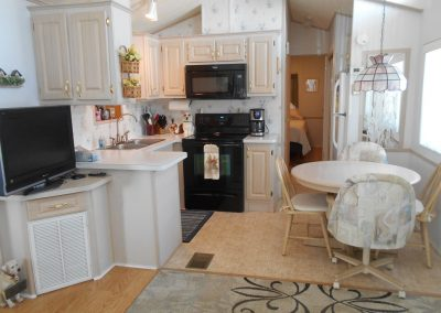 ORO #474 - Kitchen and Dining Area