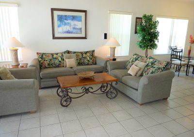Family room - 1015 Corvina Dr